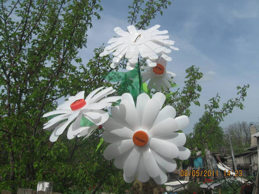 Цветок из пластиковой бутылки своими руками фото
